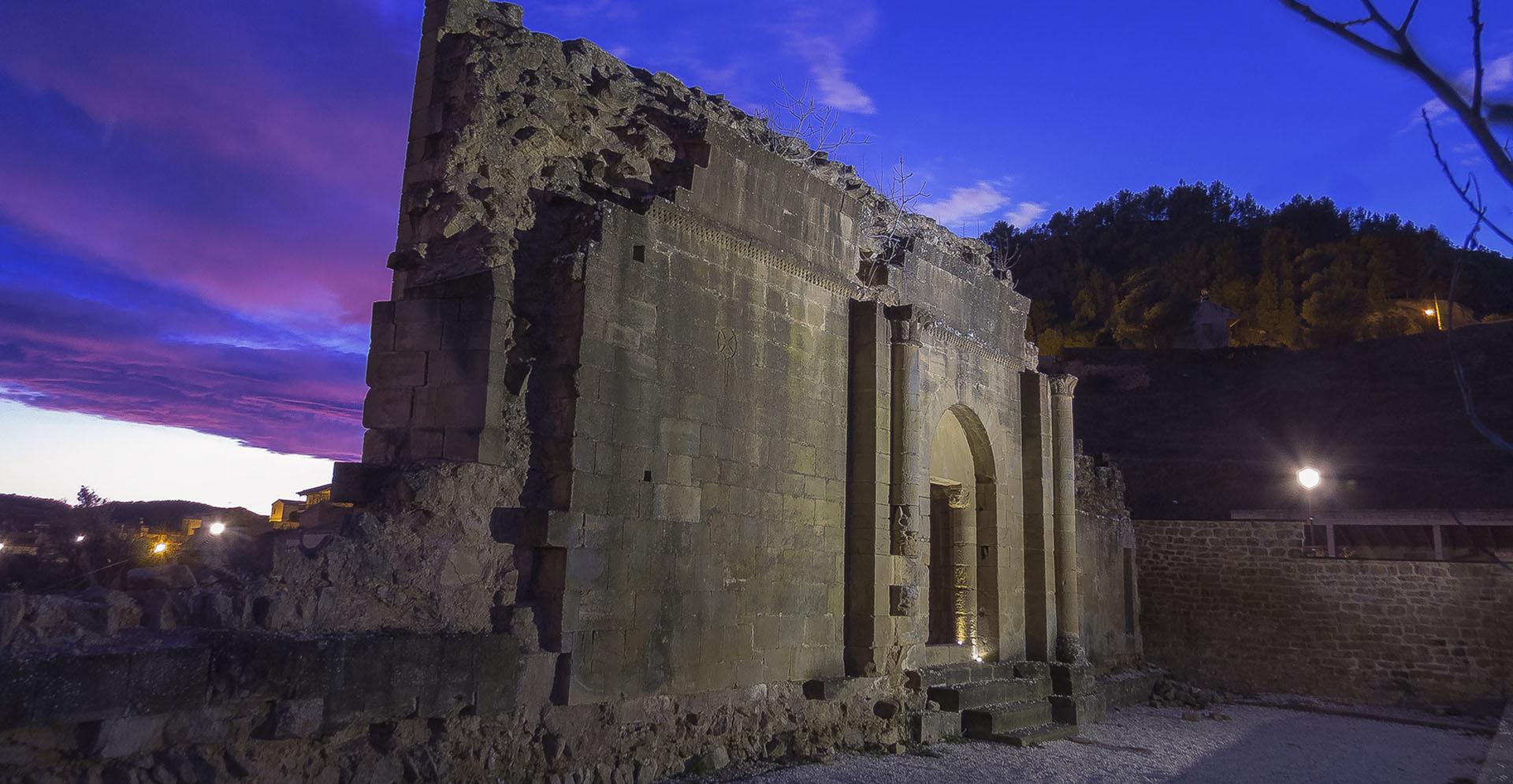 Atardecer en las ruinas de la Iglesia de San Lorenzo de Uncastillo
